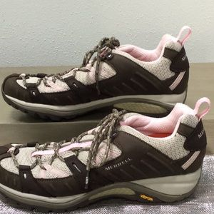 Merrell woman's size 9 sneaker